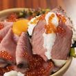 黒毛和牛ローストビーフが山盛り!いくらととろろをかけた『肉ドレス土鍋飯』が通常2480円を980円でご提供!