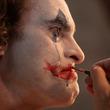 ひとりの男の溢れる涙に隠された切ない心情 『ジョーカー』場面写真公開