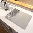 ニトリ「水切り吸水マット」で代用、水切りカゴをやめたらストレスが減った理由
