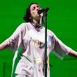 ビリー・アイリッシュ、「I Love You」のエモーショナルなライブ・パフォーマンス映像を公開