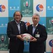 「ラグビーワールドカップ2019(TM)日本大会」開催都市におけるラグビーの普及を支援 埼玉県・熊谷市の小中学校へラグビーボールを寄贈