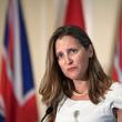 カナダ外相、中国為替操作国認定の是非巡り明確に回答せず