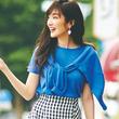 夏の通勤服はブルーのニットが涼しげで好印象♡カーデを肩かけ結びしたおしゃれコーデ