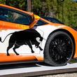 荒ぶる猛牛のシルエットがかっこいい! ランボルギーニ、米ストリートアーティストとコラボした「アヴェンタドールS」特別モデル発表