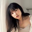 桜井日奈子、キャミソール姿でリラックス
