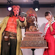 アメコミ界最強のダークヒーロー「ヘルボーイ」が大阪・通天閣の「ビリケン」にヒット祈願!
