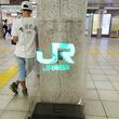 「未来が来てる」「AKIRAっぽい」東京各所の駅に出現した3Dホログラム看板が近未来感ありすぎと話題に
