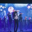 """一糸乱れぬ圧巻の完成度! テミン(SHINee)、新曲「Famous」の""""Liveパフォーマンスバージョン""""映像公開"""