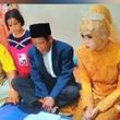 27歳女性が83歳のシャーマン男性一目ぼれしたと主張。56歳年の差婚が成立(インドネシア)