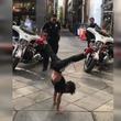 7歳の少年と警察官のキレッキレなダンスバトルが勃発!SNSで大反響(アメリカ)