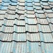 瓦職人の怒り 94歳男性が屋根の修理中…