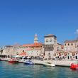 【世界の街角】小さな島の上に広がる街、中世の面影が色濃く残るクロアチアの世界遺産の町トロギールとは?