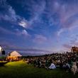 三浦半島最南端の島・城ヶ島に移動式野外映画館が帰ってくる。今年は京急電鉄の「三浦Cocoon」とコラボレートし、2日間開催決定!!