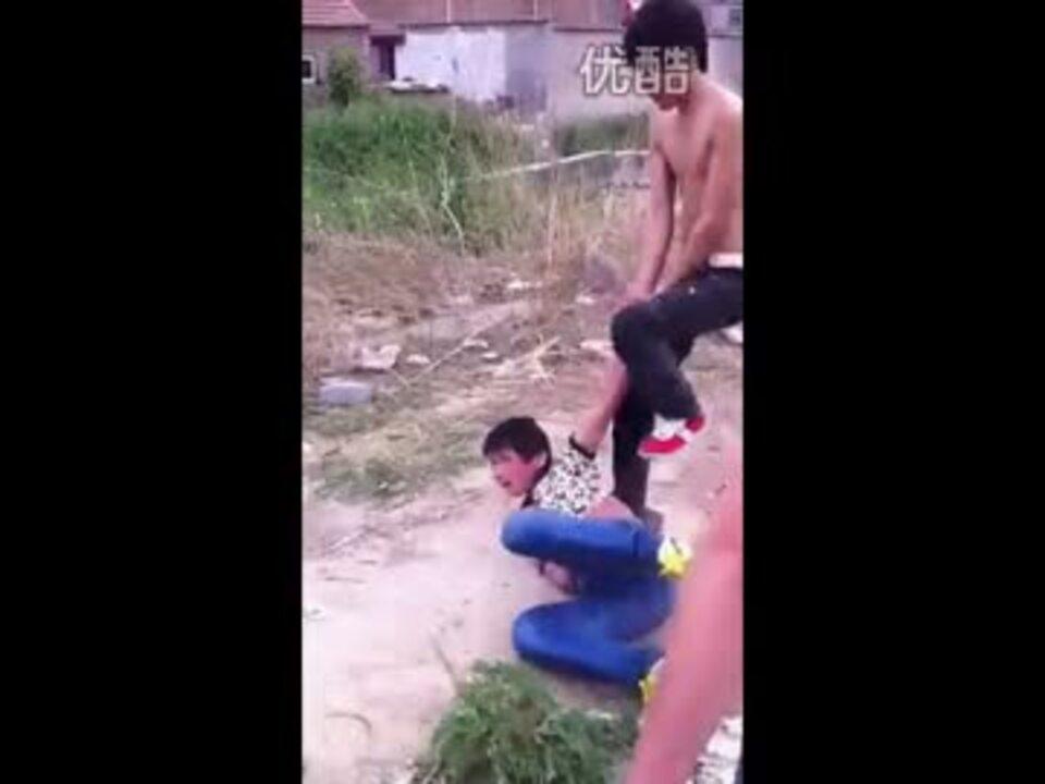 中国人の少年がいじめられる