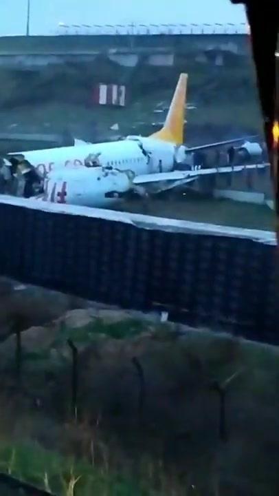 デトロイト 空港 衝突 事故