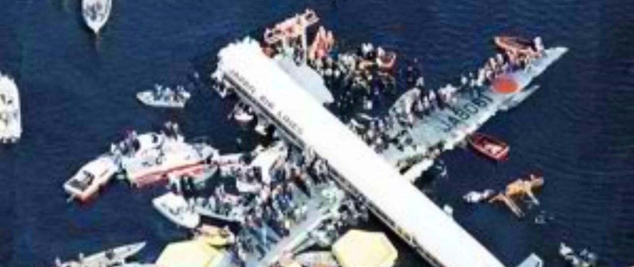 航空 350 墜落 日本 事故 便 【世界の飛行機墜落事故】操縦士が故意に墜落!?旅客機を使った恐るべき自殺者たち│色すなわち これ食うなり